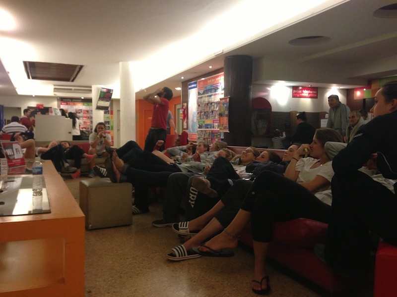Watching the football at the Hostel Suite Florida - Kapcha The World